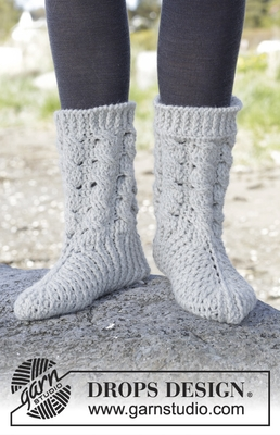 166-33 Snowdrift Socks by DROPS Design